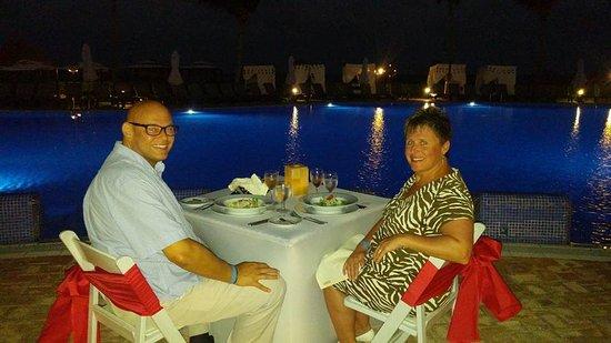 Ocean Coral & Turquesa: Private poolside romantic dinner