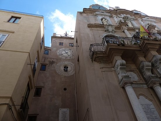 Porta Oscura e Torre Dell'orologio
