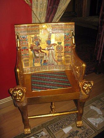 Harvard, IL: Egyptian suite