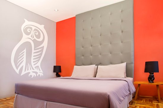 Stevie G Hotel: Deluxe Room - Alice is Lost