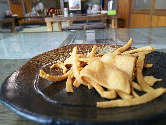 Aizubange-machi, Japan: 先に提供されるそばせんべい