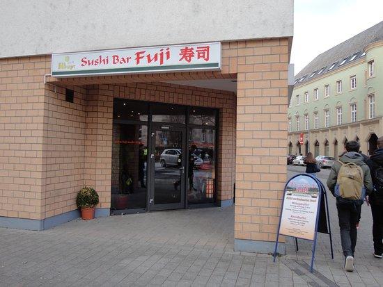 Fuji Sushi Bar : ちょっと目には、日本の寿司屋です