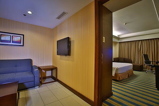 Luxent Hotel: Receiving area in Executive Suite