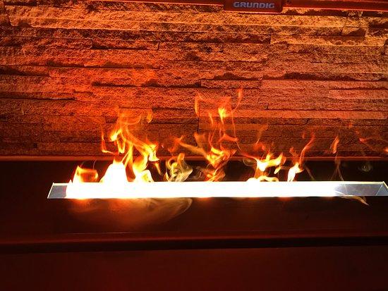 Stoos, Swiss: an der Wand hatte es ein spezielle Feuer.... also es sieht nur so aus. Ist cool