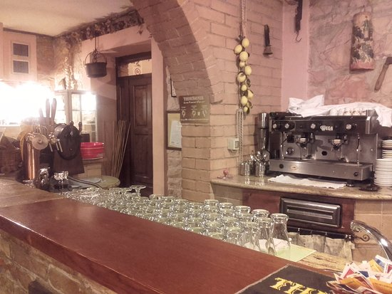 Fossato di Vico, Italia: bancone