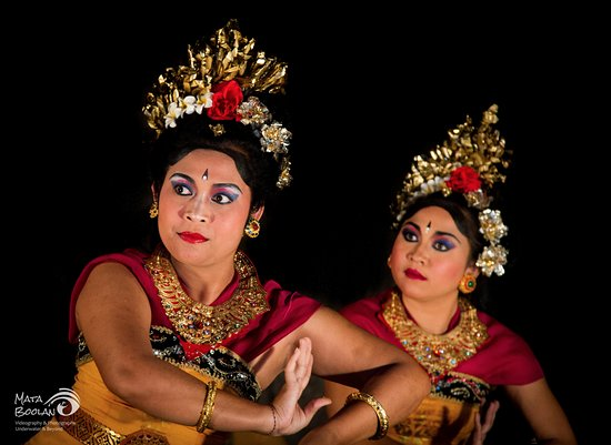 Santai Hotel Bali: Balinese Dance performance twice a week in our Coconut Restaurant.