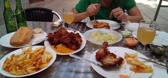 Bar Restaurante España: pollo para chuparse los dedos