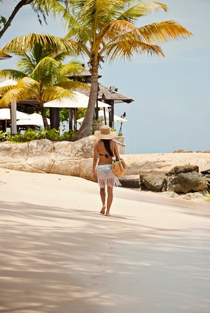 Holetown, Barbados: Walk on the Beach
