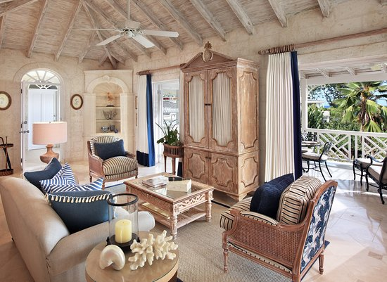 Holetown, Barbados: Luxury Plantation Suite Living Room