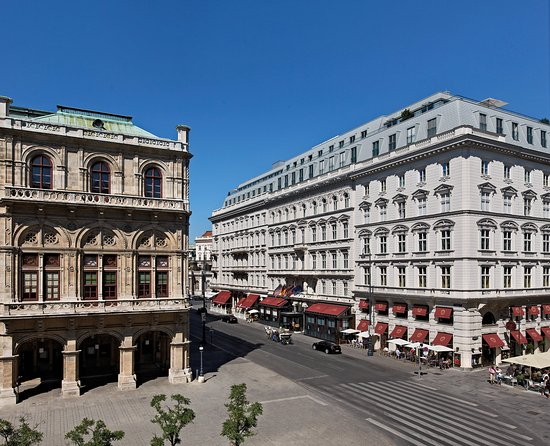 Hotel Sacher Wien: Front View by day
