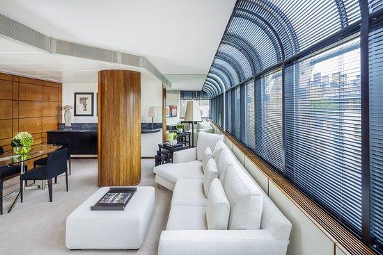 COMO The Halkin: COMO Suite Lounge