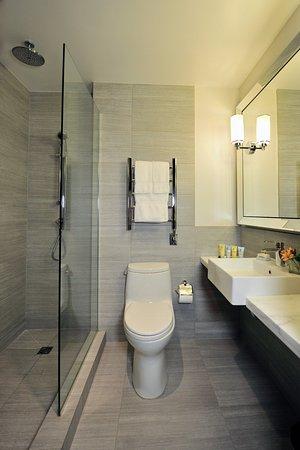 Park South Hotel: Executive Bathroom