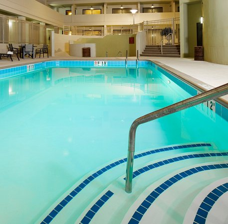 Crowne Plaza Indianapolis Airport: Swimming Pool