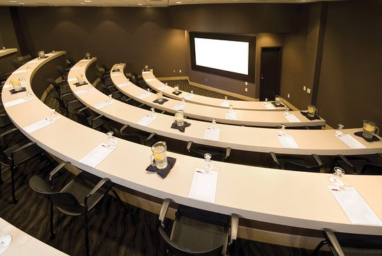 Crowne Plaza Indianapolis Airport: Symposium