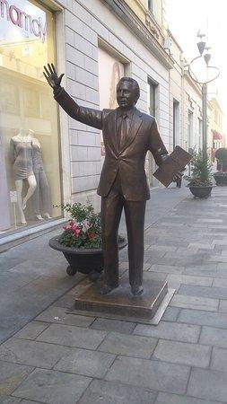 Mike Bongiorno Statue : Statua
