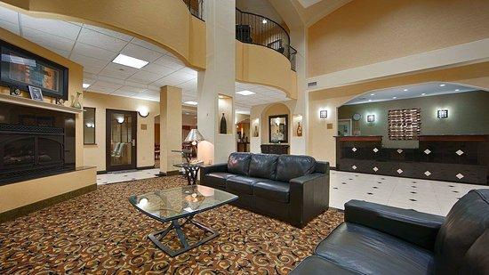 BEST WESTERN PLUS Barsana Hotel & Suites: Lobby