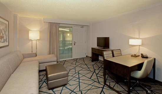 Embassy Suites by Hilton Portland Washington Square: suite space in our rooms