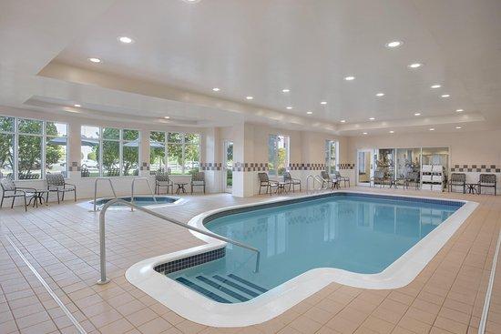 Hilton Garden Inn Springfield: Pool