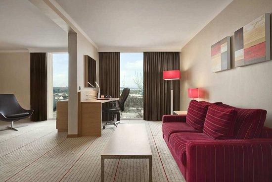 Hilton Zurich Airport: Junior Suite