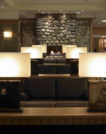 Hilton Coylumbridge Hotel: Foyer Bar