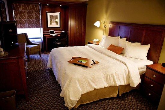 Hampton Inn Meriden - Wallingford: King Bed Accommodations