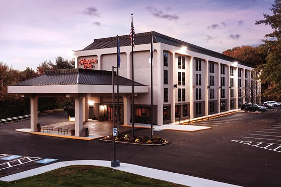 Hampton Inn Meriden - Wallingford: Night Hotel Exterior Image