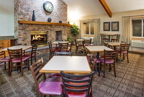 Americ Inn Red Wing Breakfast Seating