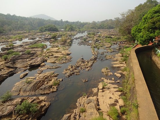 Thumboormuzhi Dam U0026 Garden: View Of River Bed From Bridge
