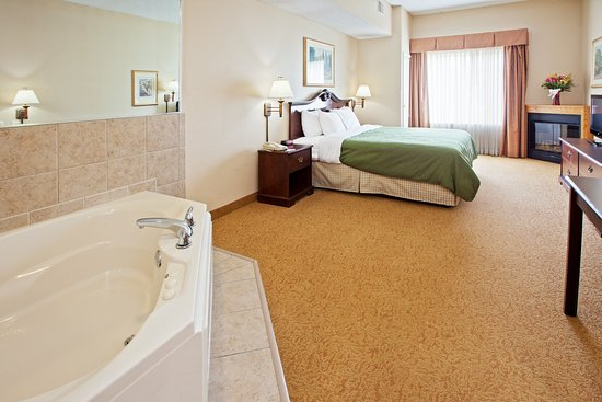 Country Inn & Suites By Carlson, Indianapolis Airport South, IN: CISIndianapolis Airport Whirlpool Suite