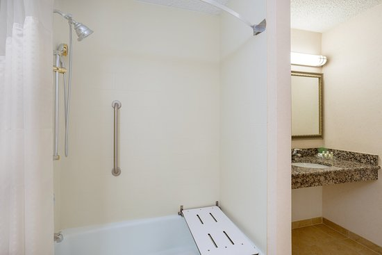 Holiday Inn Charlottesville-Monticello: Wheelchair Accessible