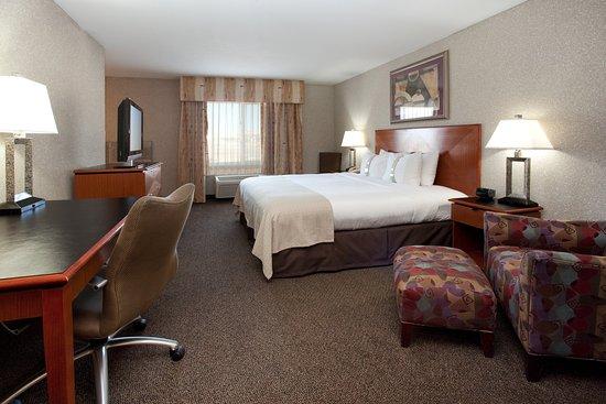 Rock Springs, WY: Lay back and relax in our spacious room with jetted tub.