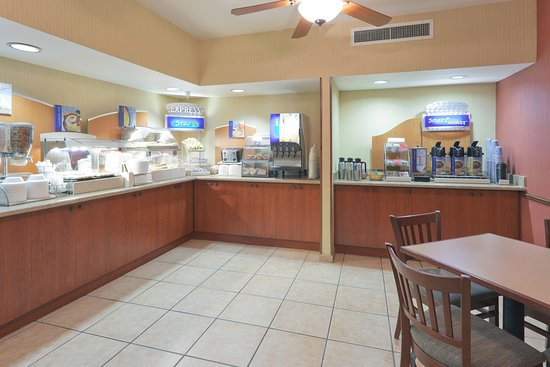 Holiday Inn Express Bishop: Breakfast Bar