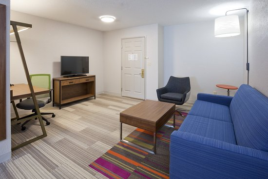 Golden Valley, MN: King Suites have a lot of space, two TVs, sofabed, micro & fridge