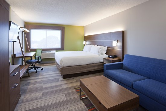 Golden Valley, MN: Use our strong, free wi-fi to stay on track in our King Bed room.