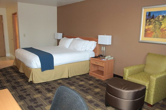 Holiday Inn Express Hotel & Suites Corning: Queen Bed Guest Room