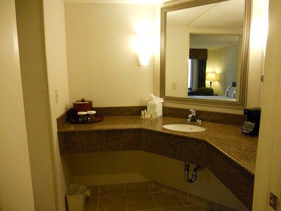 Hazlet, NJ: Well lit bathrooms