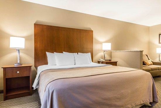 East Moline, IL: Guest room