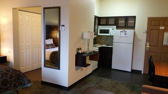 Staybridge Suites Chicago Oakbrook Terrace: Queen Studio Suite