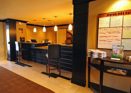 Staybridge Suites Chicago Oakbrook Terrace: Front Desk