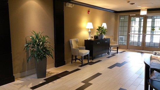 Staybridge Suites Chicago Oakbrook Terrace: Hotel Lobby Main Entrance