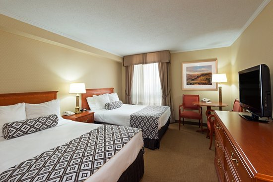 Superb Crowne Plaza Toronto Airport: Two Double Bed Classic Room