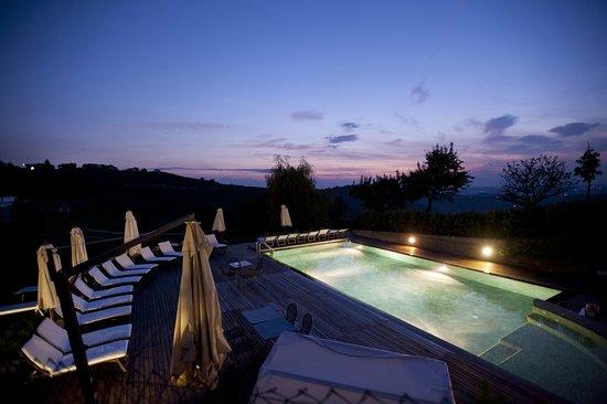 Benevello, إيطاليا: Pool Sunset