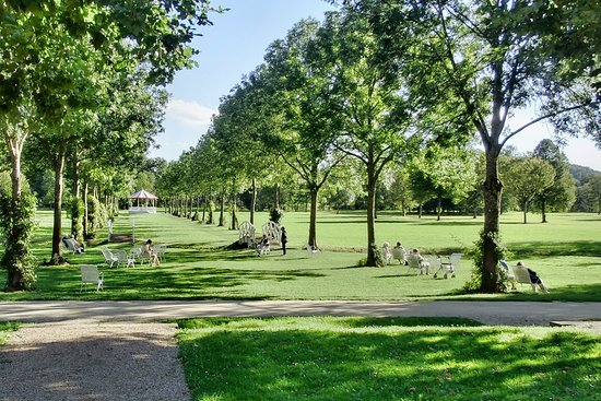 Bad Bocklet, Alemania: Barfußpfade zum Pavillon im Kurpark