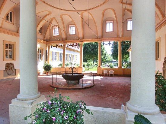 Bad Bocklet, Γερμανία: Brunnenhalle im Kurpark (100 m vom Hotel entfernt)