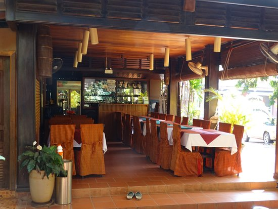 Shining Angkor Boutique Hotel: The attached restaurant - cool, clean, and friendly