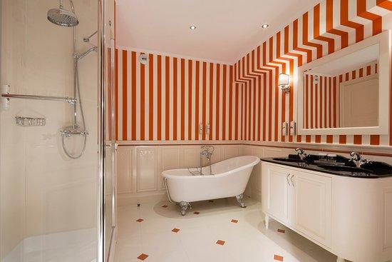 salle de bains rouge - picture of hotel negresco, nice - tripadvisor - Salle De Bains Rouge