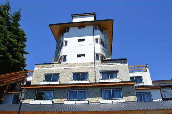 Hotel Chamonix : Vista del hotel desde el jardin que da al lago