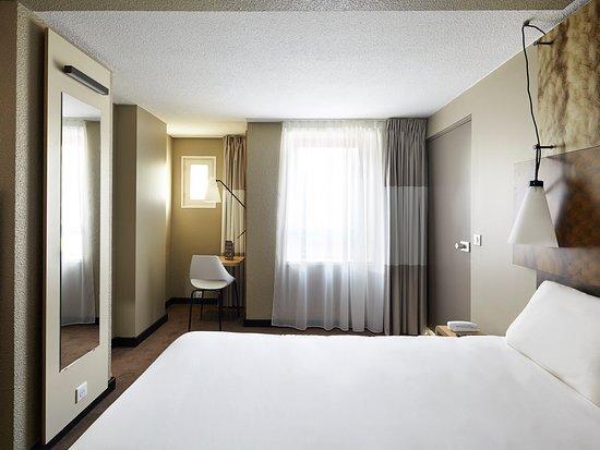 Champs-sur-Marne, France: Guest Room