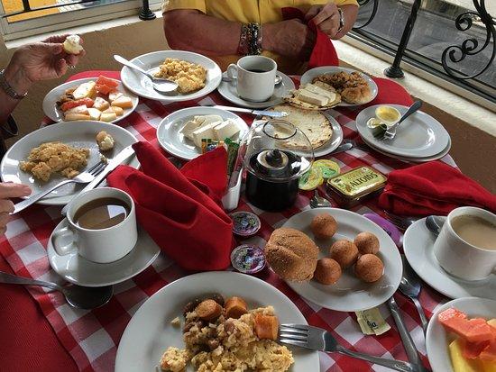 Hotel Santiago de Arma : Excellent Colombian breakfast!