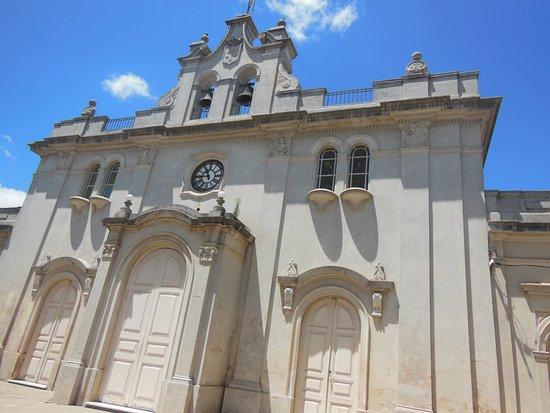 Carmelo, Uruguay: Frente da igreja